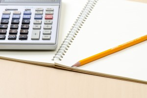 所得税確定申告の準備を始める場合は、領収書や生命保険料の証明書などを分かり易く整理する事から始めましょう。