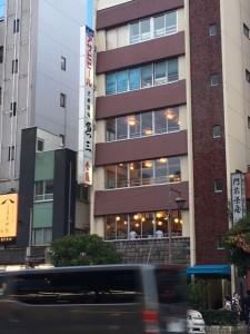 「年に1~2回の頻度ですが、雰囲気を味わいに、江東区富岡にある昭和から続く「魚三酒場」にお邪魔しました」