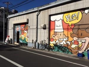 リーズナブルな美味しいケーキや洋菓子を購入できるRAMVIC(ランビック)はケーキ工場でもあります。江東区清澄白河界隈にお越しの際は、このイラストを目印にご来店下さい。