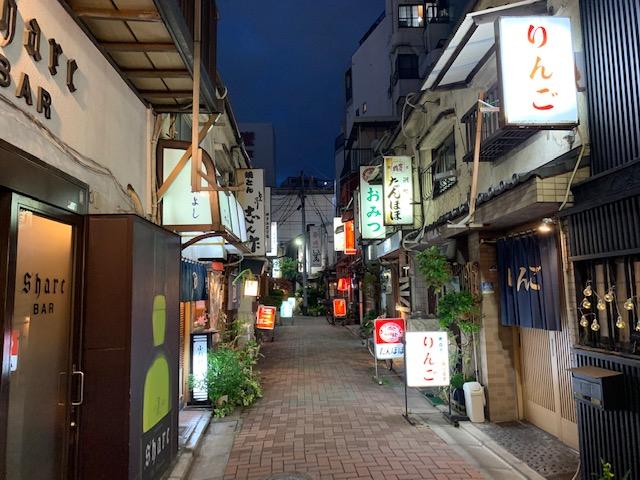 江東区深川門前仲町にある「辰巳新道」界隈は昔からの飲食店の聖地です。