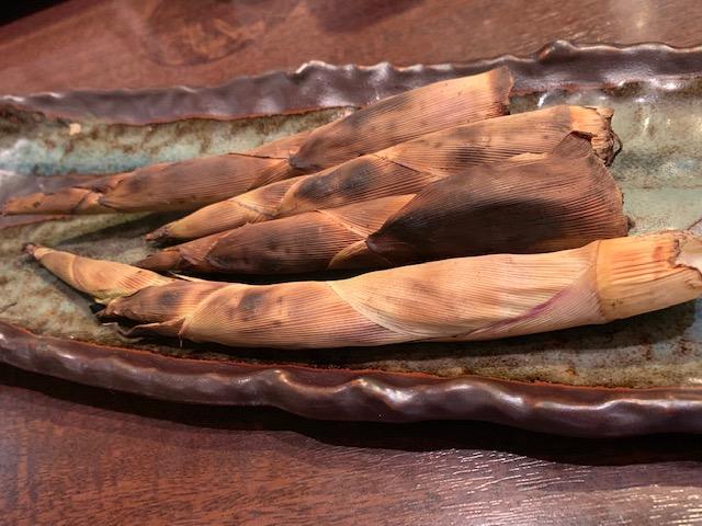 江東区東陽町にある「旬材ふかがわ真一門」にて、相並・根曲筍(姫筍)・桜海老など、この時期ならではの絶品の旬の食材を頂きました。