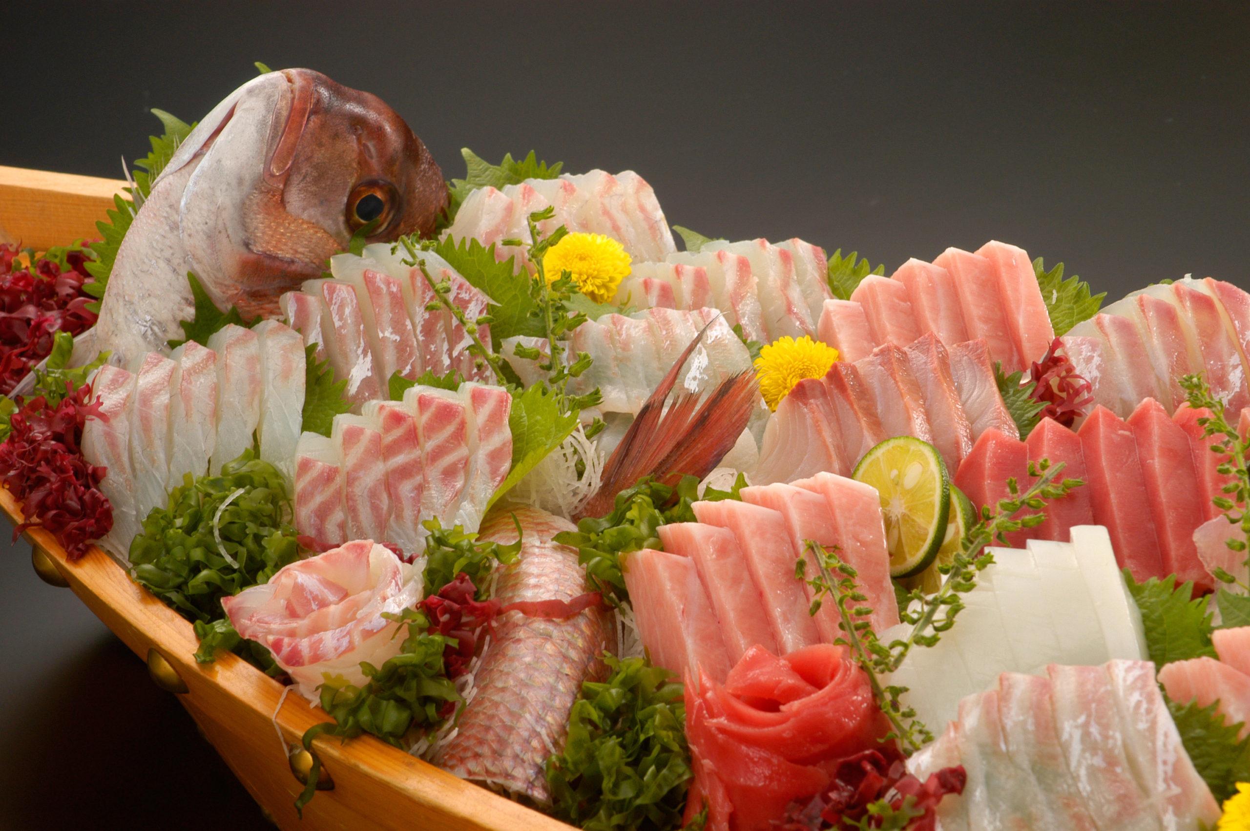 モノやサービスの価値がどのように決まるのかを魚を例にお知らせします