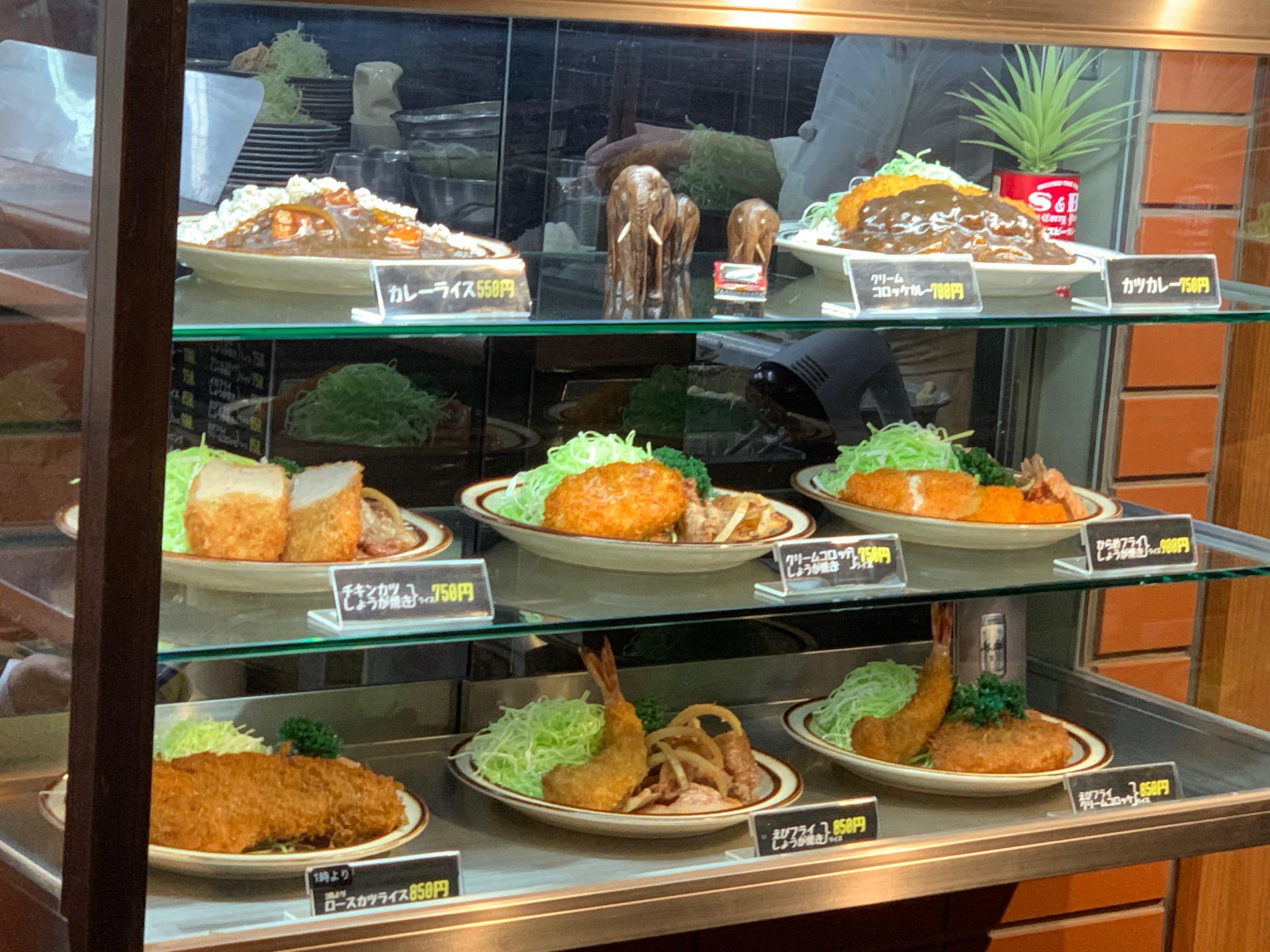 ランチで出来るだけ色々な飲食店で食事をしてみるのもビジネスの学びになります