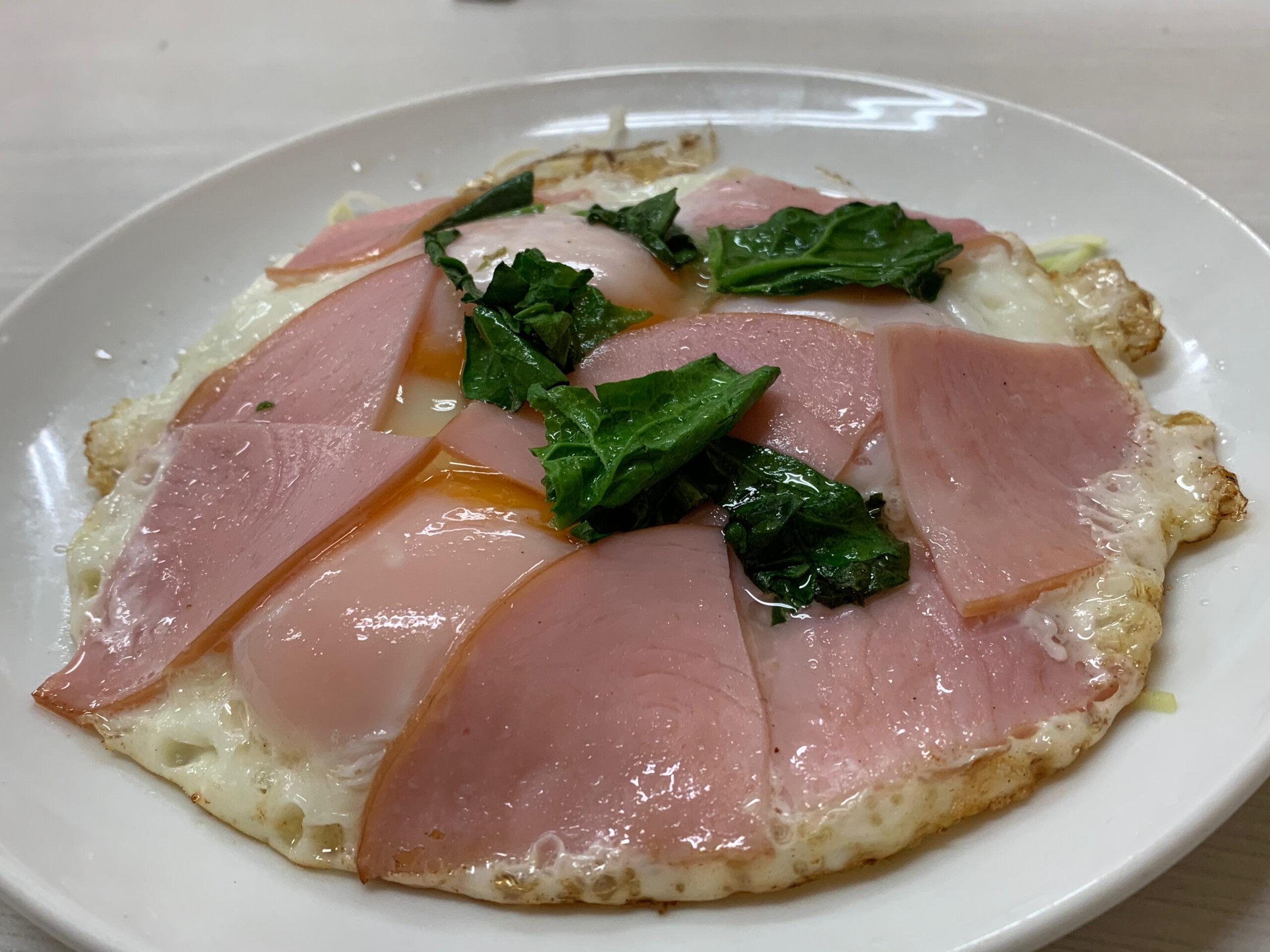 【江東区の実用洋食七福】卵を3つ使ったボリューム満点のハムエッグとタンメン