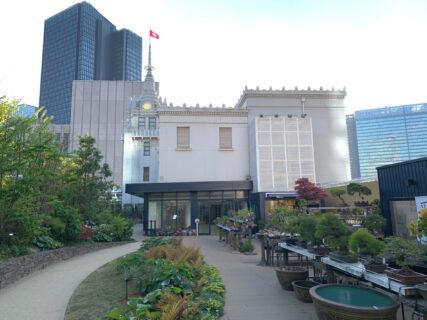 【日本橋三越本店本館の屋上日本橋庭園】緑に囲まれた広々とした空間は都会のオアシスでした